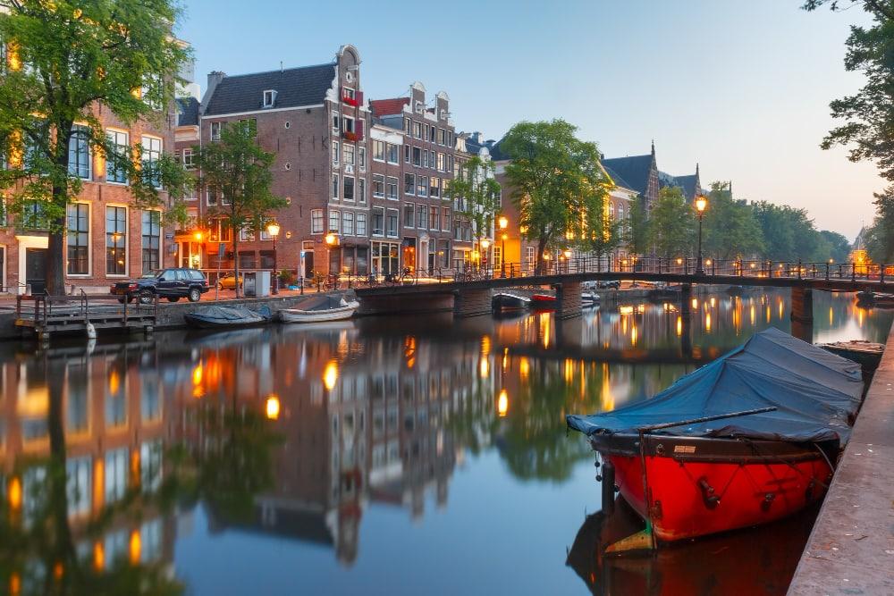 mbNET als Standard für die Fernwartung und Gebäudeverwaltung der Stadt Amsterdam